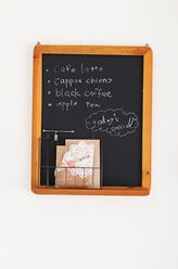 カフェみたいなおうちをイメージ。カフェ風黒板が雰囲気を醸し出しています。