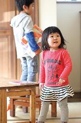 航也(こうや)くん6歳・舷人(げんと)くん4歳・つむぎちゃん2歳。今日も元気に家の中を飛び回ります♪